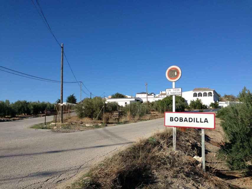 Bobadilla es un pueblo jiennense de 1.000 habitantes rodeado por inmensas extensiones de olivares.