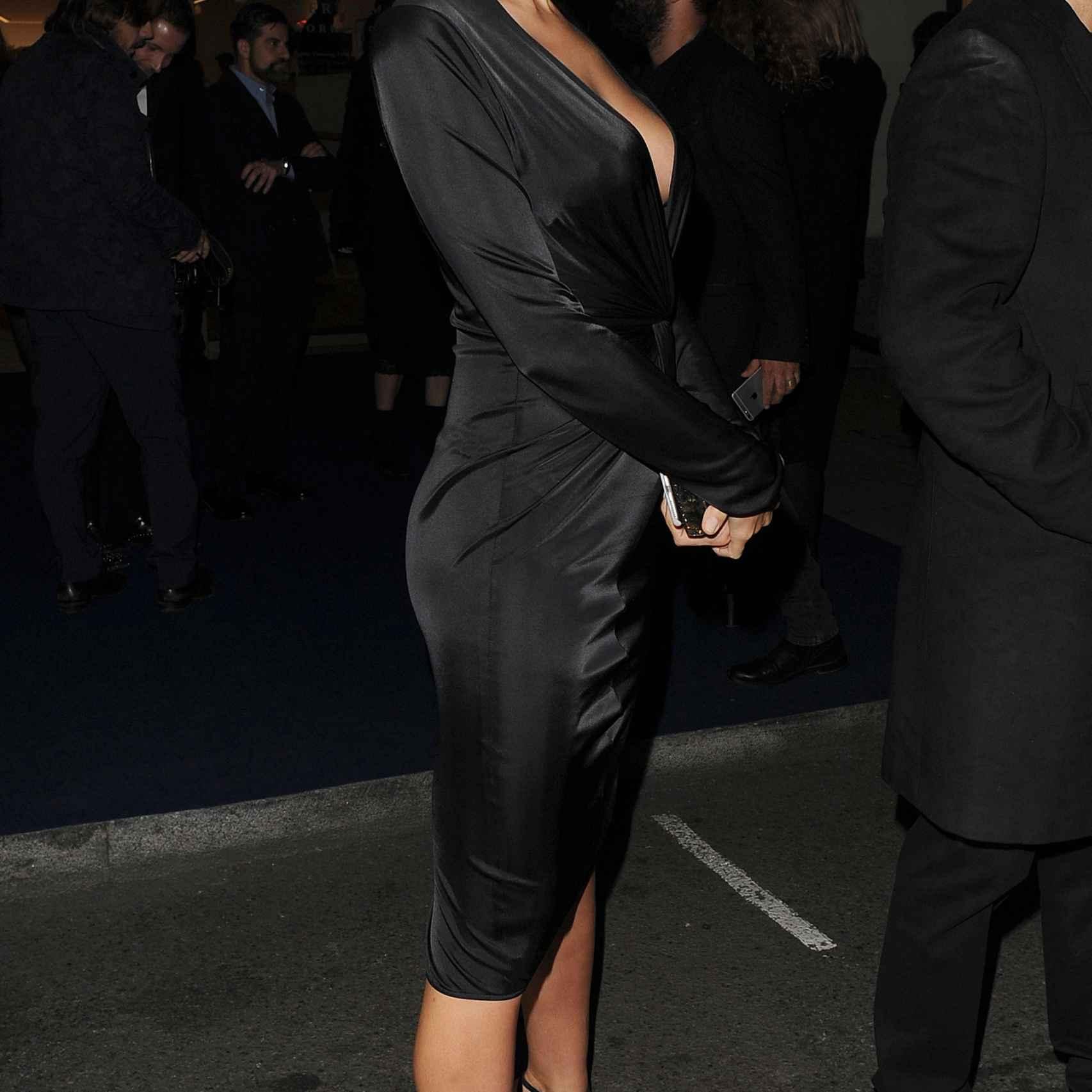 Irina Shayk de perfil.