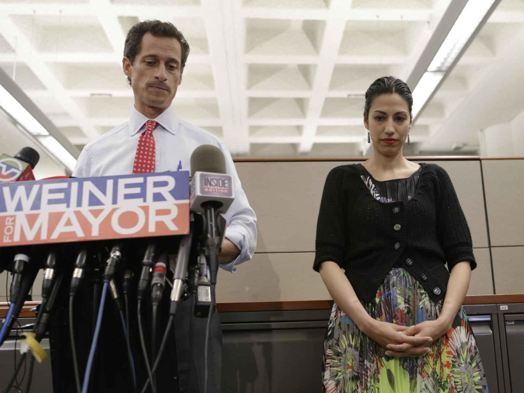 L'eccombrassista democratico Anthony Weiner e il suo Exmujer Huma Abedina.