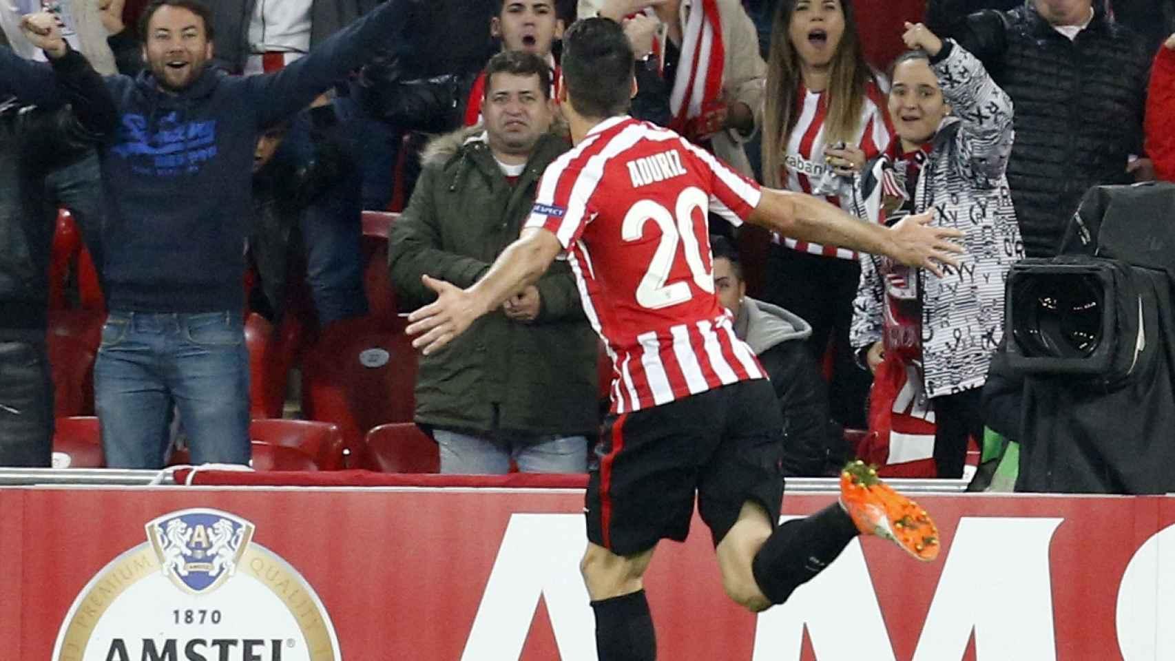 Aduriz celebra un gol ante el Genk.