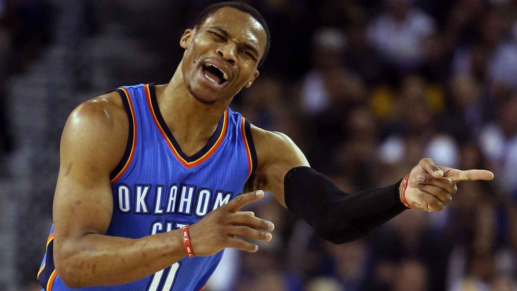 Russell Westbrook reacciona tras una falta contra los Golden State Warriors.
