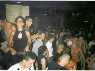 Una noche de makina en la discoteca Level de La Pineda de Salou