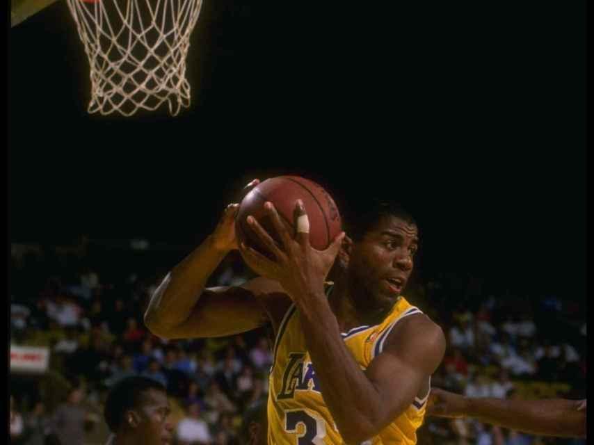 Magic Johnson, jugando con los Lakers.