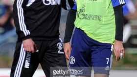 Ralf Rangnick, junto a Raúl en su etapa como técnico del Schalke.