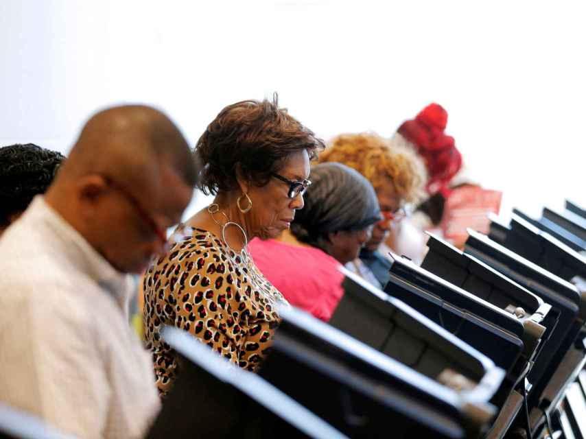 Estadounidenses ejercen su derecho al voto esta semana en Carolina del Norte.