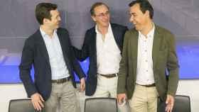Fernando Martínez-Maillo (d), junto con Alfonso Alonso (centro) y Pablo Casado (i).