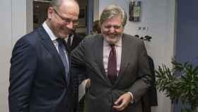 Méndez de Vigo se ha reunido este lunes con el comisario de Educación, Tibor Navracsics