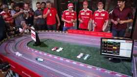 Los pilotos de Ferrari durante un evento promocional en Brasil.