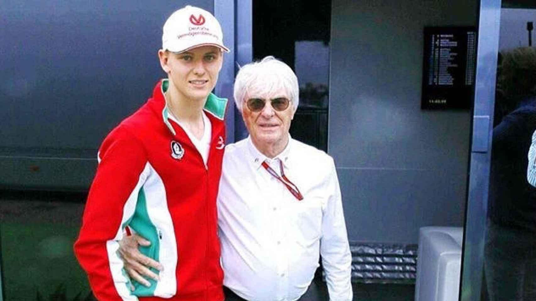 El joven Mick Schumacher con Bernie Ecclestone, patrón de la Fórmula 1