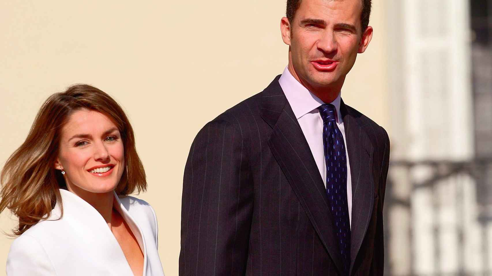 Felipe de Borbón y Letizia Ortiz durante la pedida de mano tras el anuncio de compromiso.