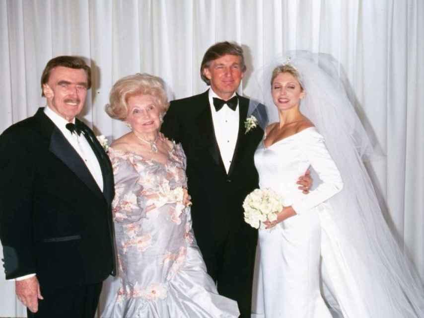 Donald Trump junto a sus padres en 1993 cuando contrajo matrimonio con Marla Maples, su segunda esposa.