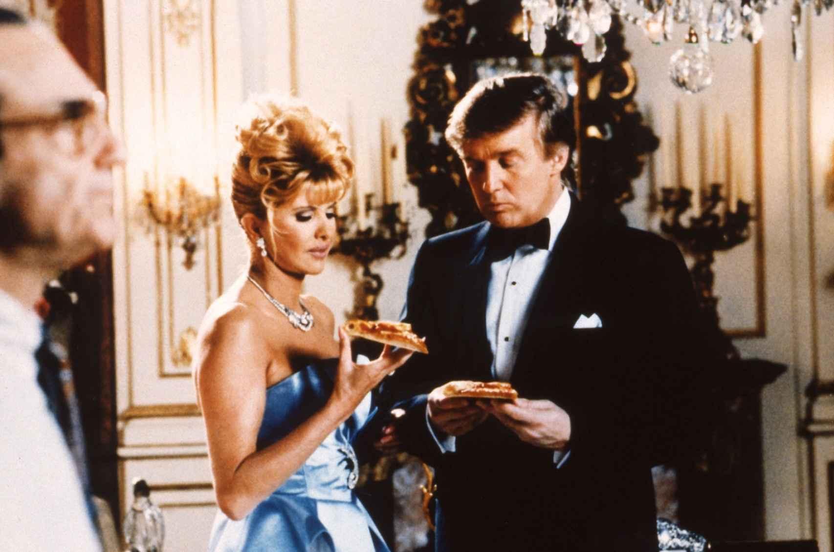 Trump en un anuncio de Pizza Hut junto a su primera esposa, Ivana.