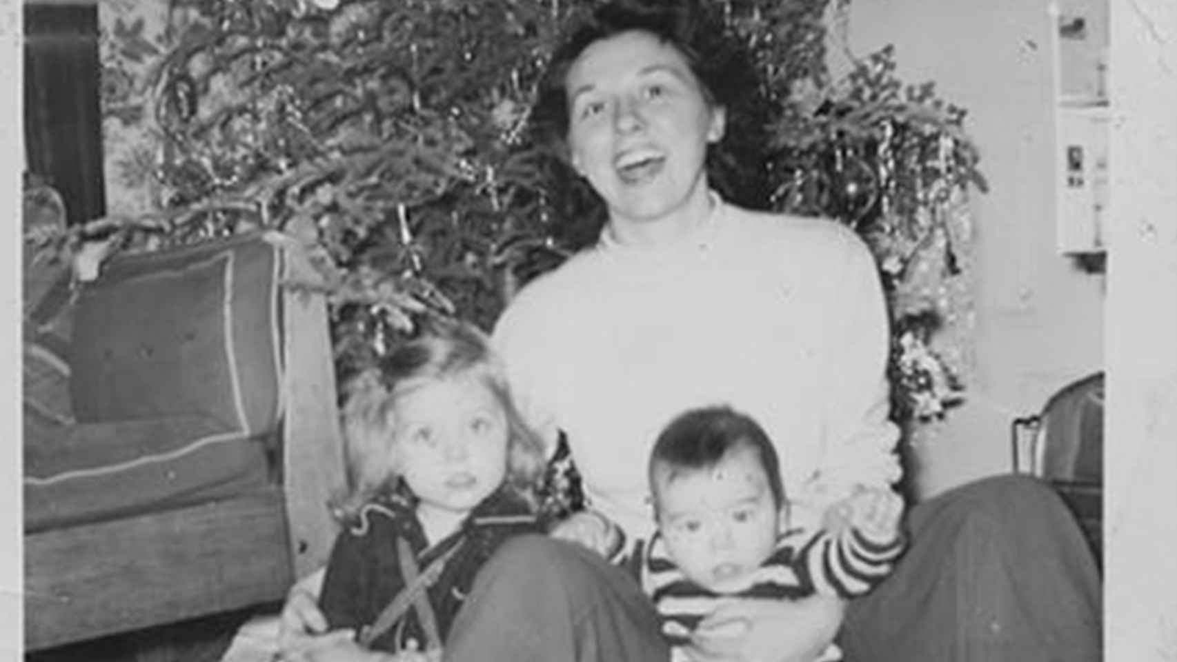 Dorothy, la madre de Hillary Clinton, con dos de sus hijos