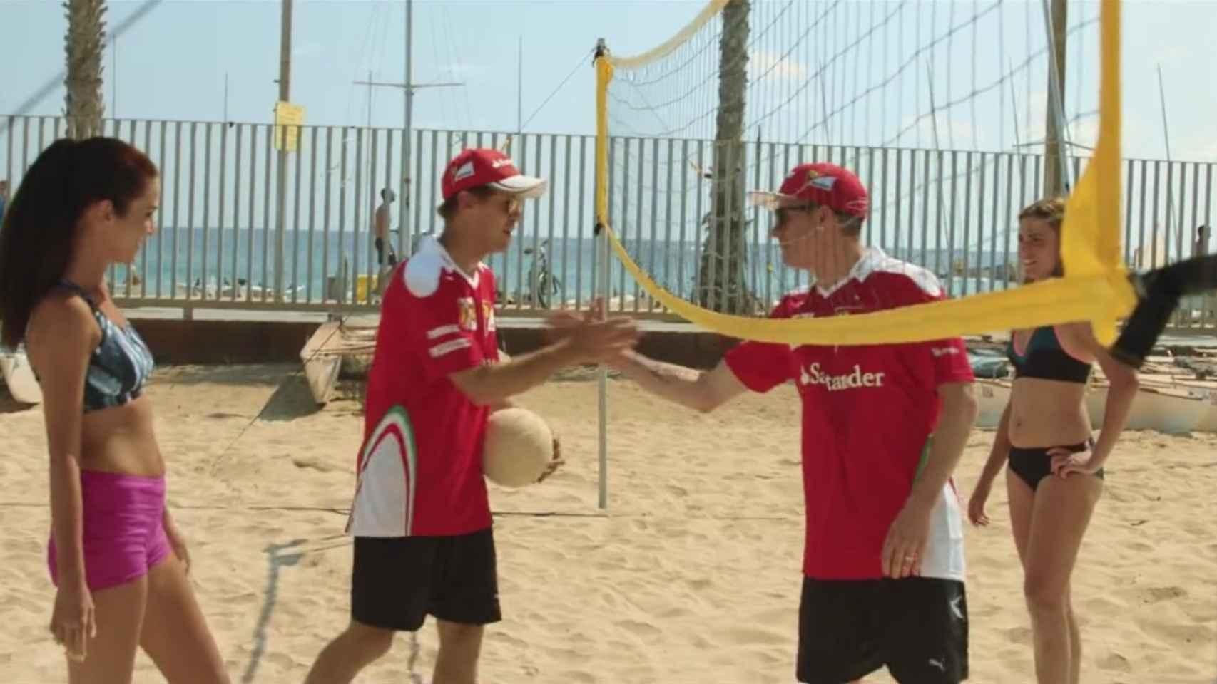 Vettel y Raikkonen se saludan en el campo de voley playa