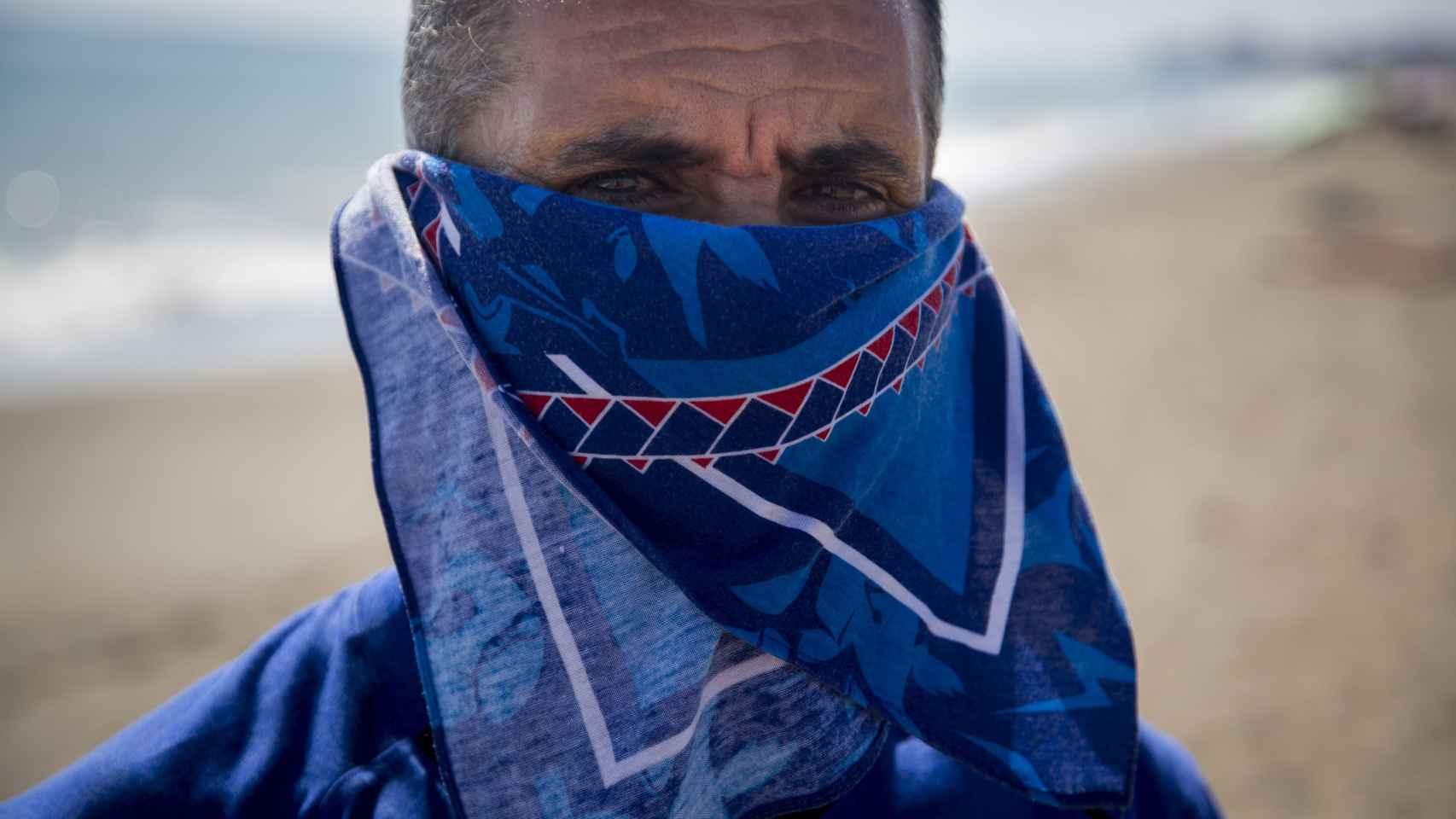 Uno de los testigos que participaron en el juicio al teniente Valentín Fernández. La imagen está tomada en la playa de Guadalmar, donde se desarrolló la operación Sabina.