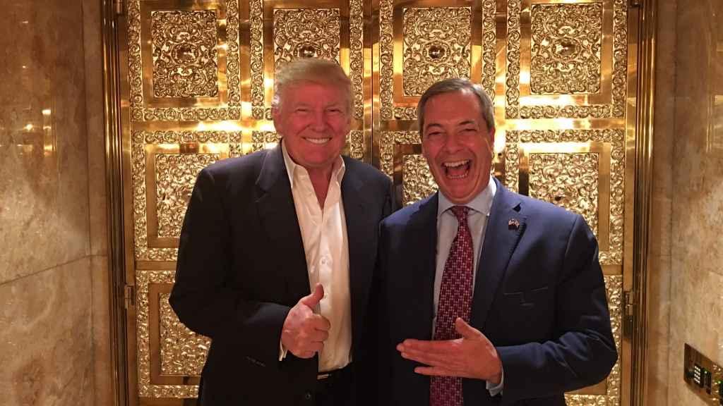 Trump y Farage en una imágen que el británico publicó en su cuenta de Twitter.