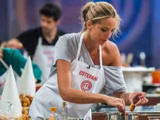 Estefanía Luyk se estrena en las cocinas de MasterChef Celebrity