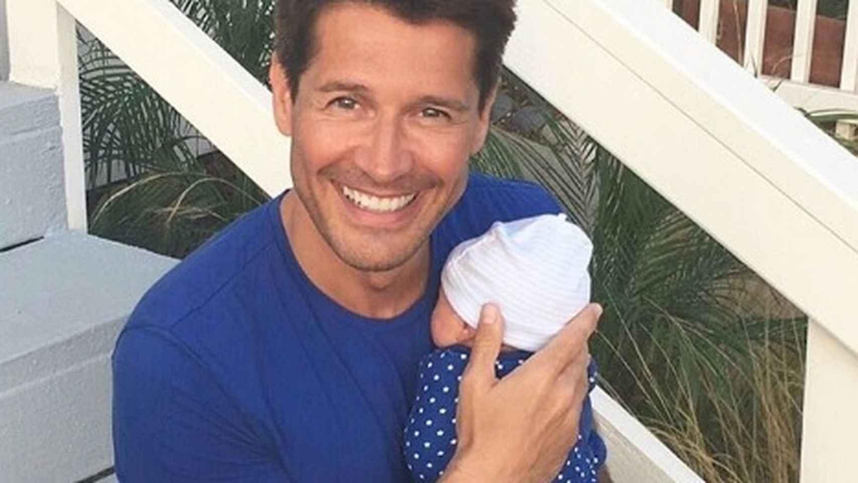 Jaime Cantizano junto a su hijo Leo.
