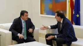 El portavoz del PNV en el Congreso, Aitor Esteban, y Mariano Rajoy.