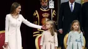 Letizia y sus hijas en el Congreso de los Diputados en 2014, durante la proclamación de Felipe VI.