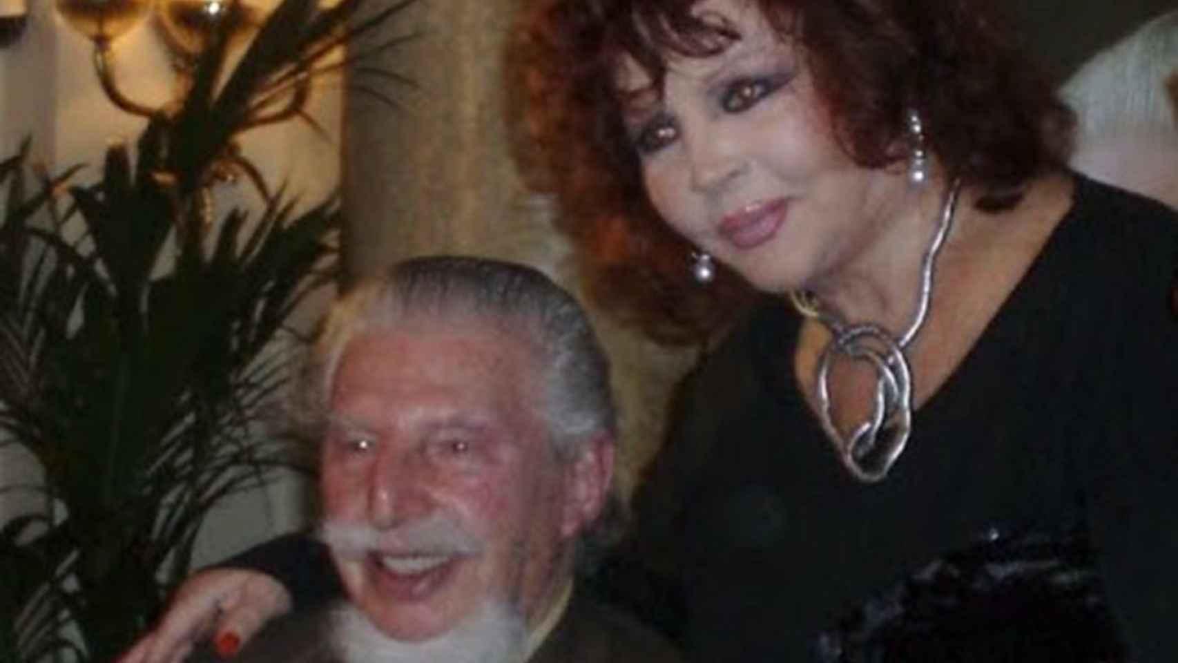 Leandro de Borbón junto a Sara Montiel.