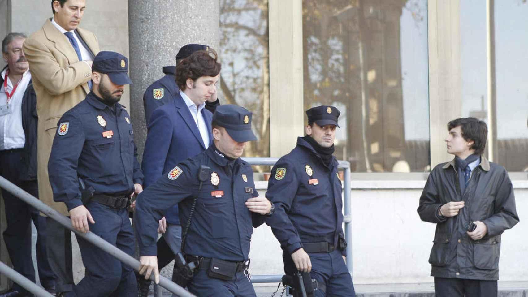 Nicolás Gómez Iglesias, saliendo de los Juzgados de Madrid