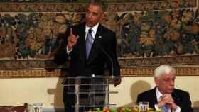 Obama pronuncia un discurso durante una cena de Estado junto al presidente griego, Prokopis Pavlopoulos.