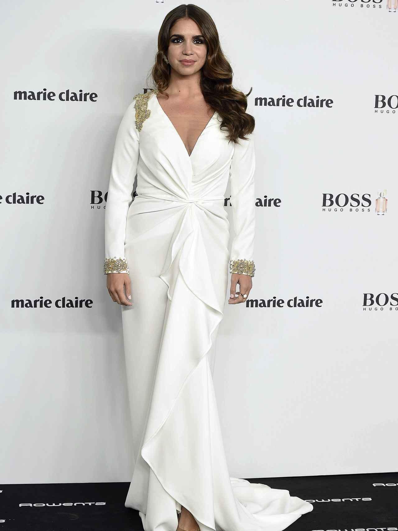 Elena Furiase, muy guapa con un vestido blanco