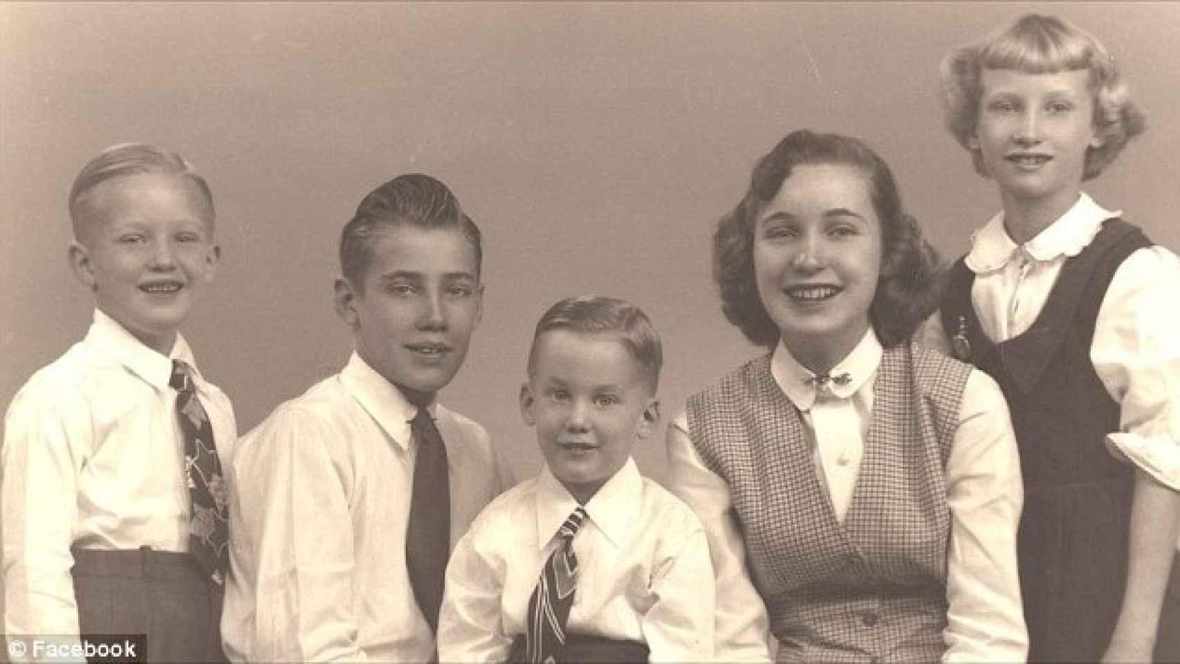 Donald, Freddy, Robert, Maryanne y Elizabeth en una foto familiar.
