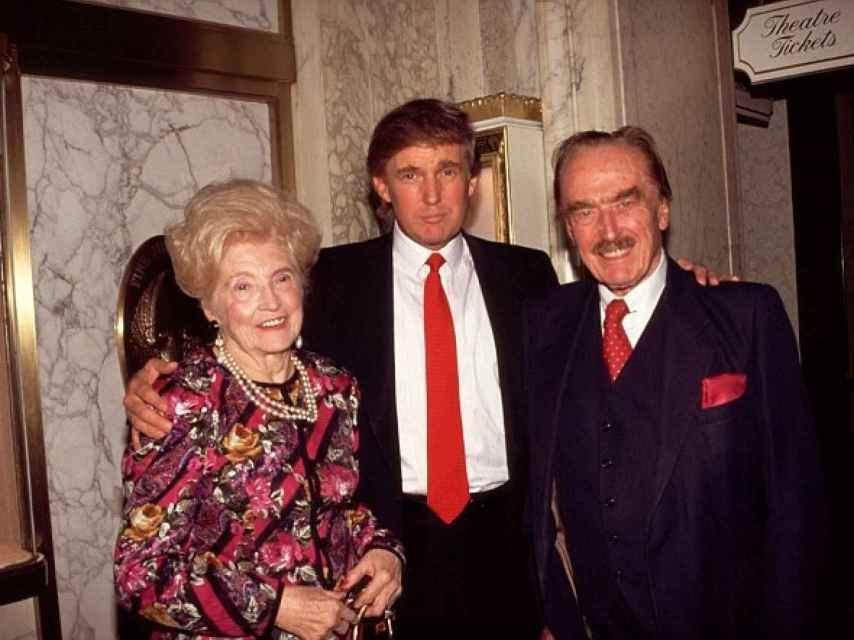 Donald Trump junto a sus padres, Mary Anne MacLeod y Frederick Trump.