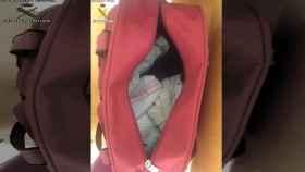 El bolso en el que ocultaron al bebé para tratar de cruzar la frontera de Melilla.