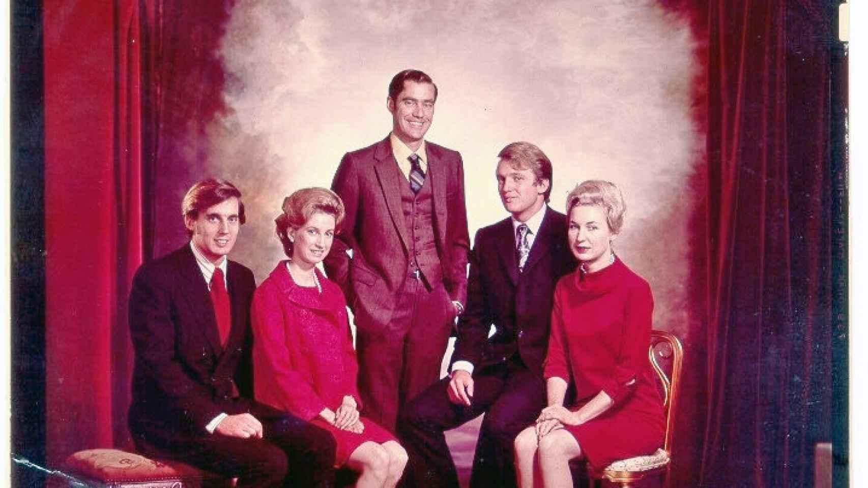 El presidente electo junto a sus hermanos. De izq. a dch.: Robert, Elizabeth, Freddy, Donald y Maryanne.