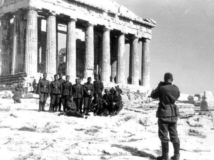 Un momento de turismo entre las tropas nazis.