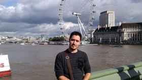 Jonathan Macià tiene 31 años y trabaja en un bar-restaurante por 1.200 libras al mes.
