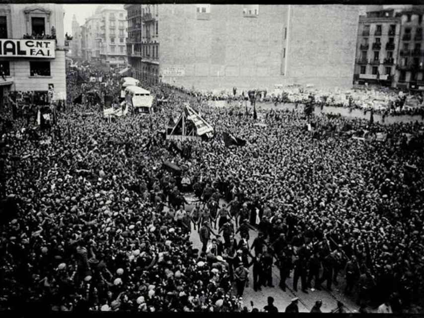 El monumental entierro de Durruti, el 23 de noviembre de 1936, en Barcelona.