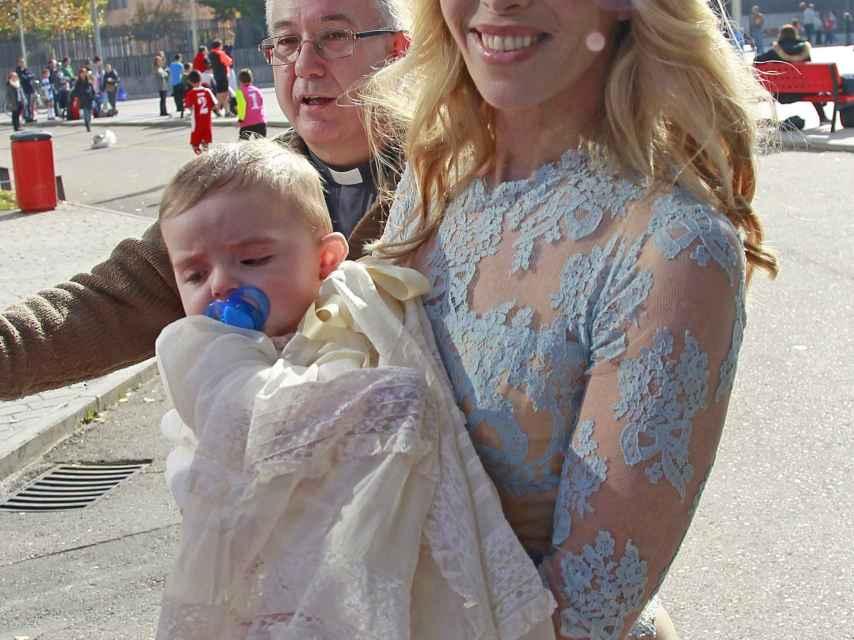 Nadia Halamadari con su hijo Nicolás, este sábado en Madrid.