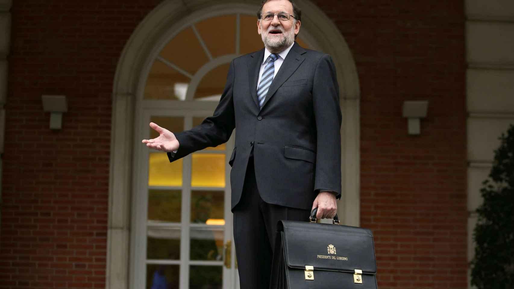 Rajoy en la entrada de La Moncloa.
