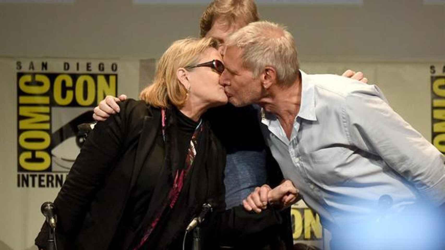 Repetición del beso de la Princesa Leia y Han Solo, 35 años después.