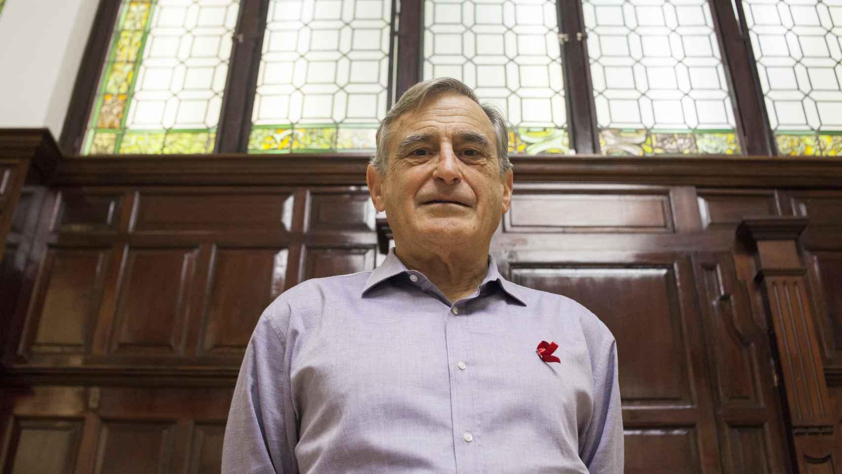 Douglas Richman durante la entrevista