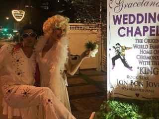 Eva González y Cayetano Rivera han viajado a Las Vegas para casarse vestidos de Elvis y Marilyn.
