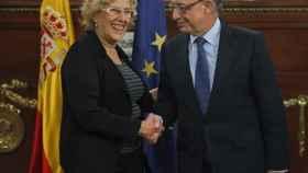 Manuela Carmena y Cristóbal Montoro en el Ministerio de Hacienda.