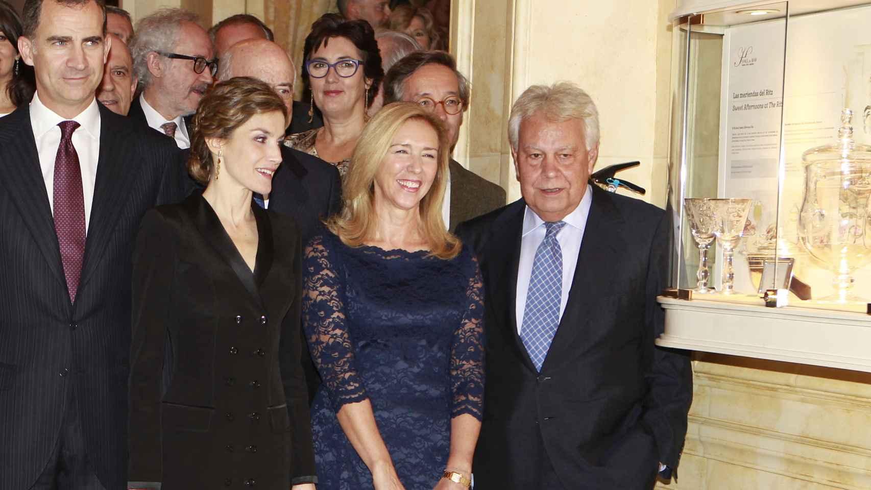 Felipe González y su mujer, con los reyes Felipe y Leitizia