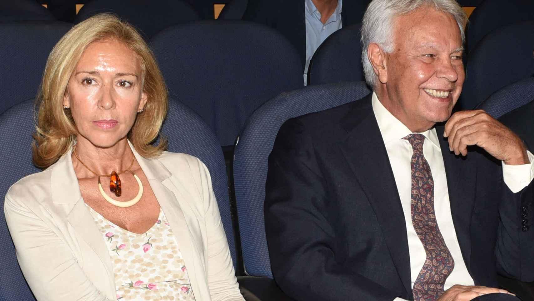 Mar García-Vaquero y Felipe González, en un reciente acto en Madrid