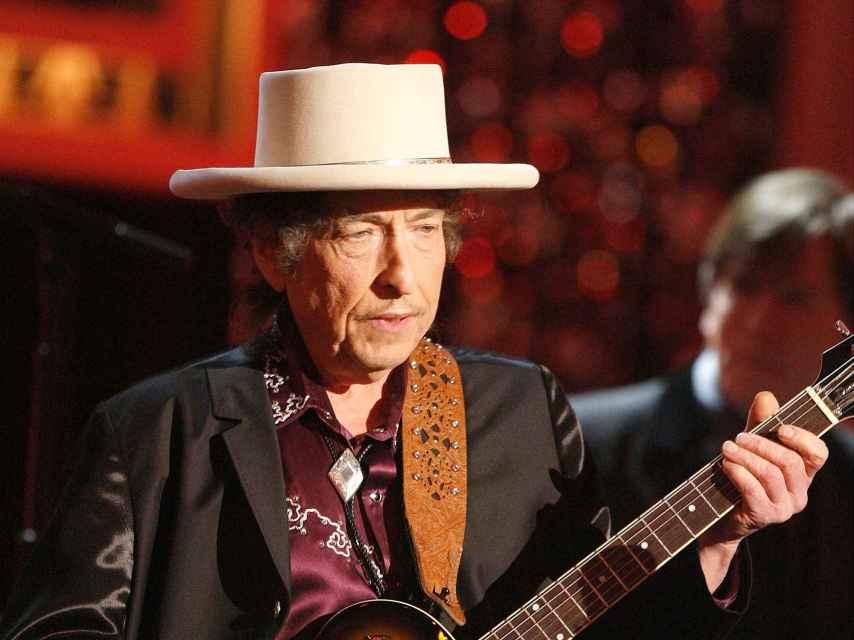 Bob Dylan en actuación, en California, en 2009.