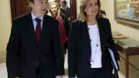 Fátima Báñez y Rafael Hernando en el Congreso.