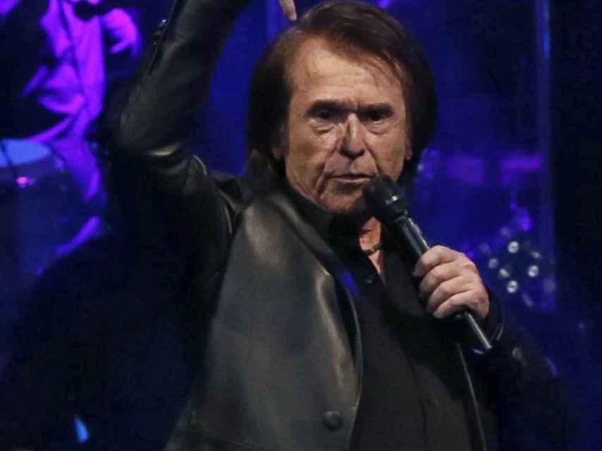 En el concierto no han faltado los gestos particulares del cantante