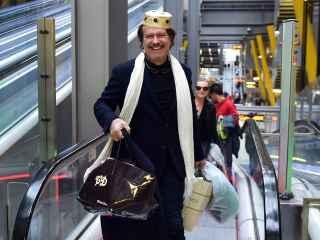 Bigote Arrocet en el aeropuerto en Madrid.