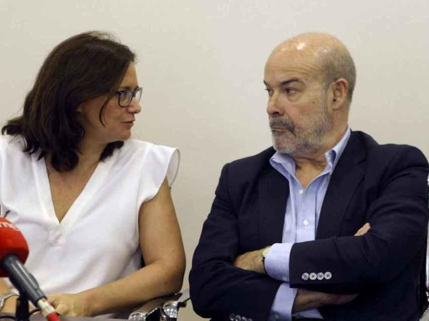 Lorena González, exdirectora del ICAA, junto a Antonio Resines.