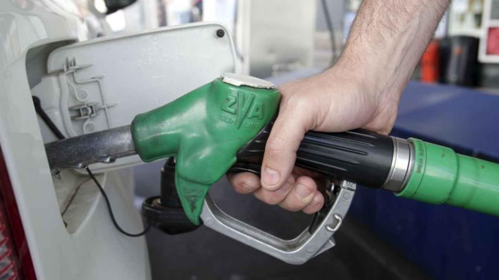 Varias compañías están siendo investigadas por pactar el precio de la gasolina.