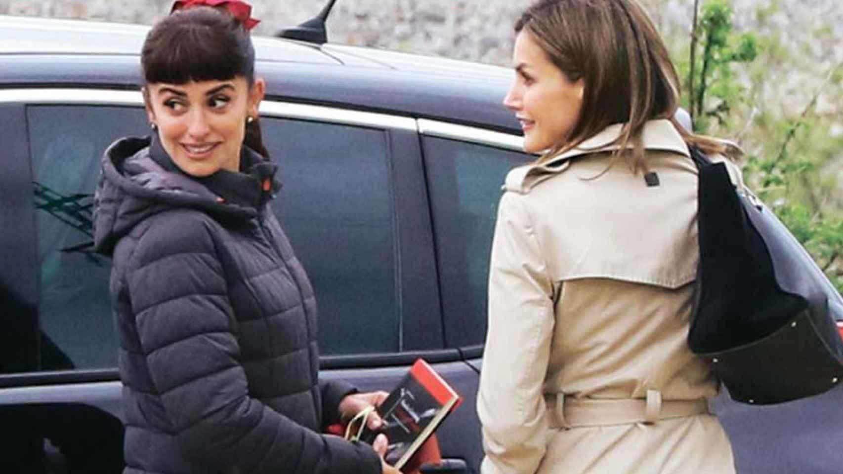 Penélope y la Reina Letizia durante el rodaje